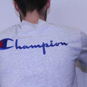 CHAMPION – Tee Shirt Logo Manuscrit Dos Gris