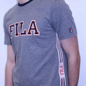 FILA – Tee Shirt Bande Brodée Gris