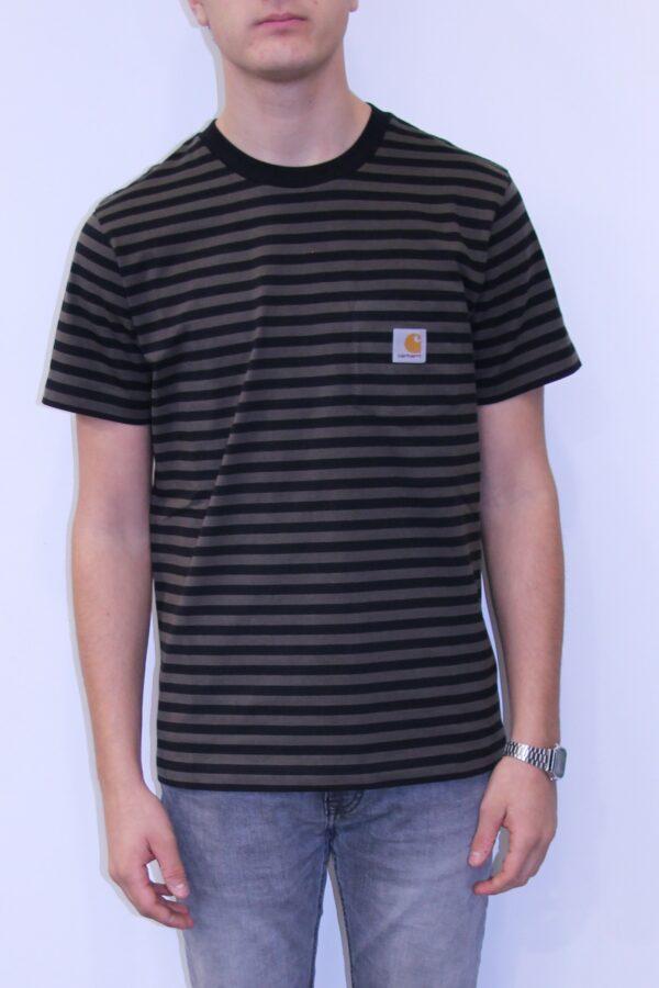 Ce tee-shirt Haldon rayé poche Carhartt est un incontournable de la gamme. Un tee-shirt à la qualité exceptionnelle un doux coton